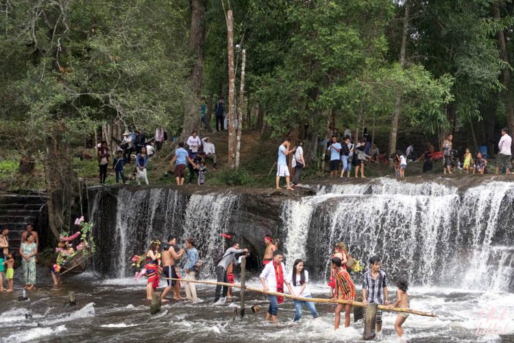 Siem Reap Phnom Kulen Waterfall Crowd