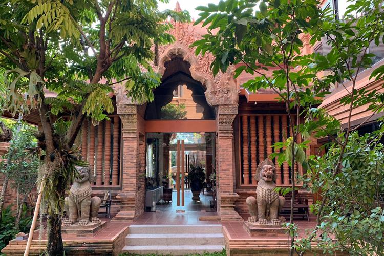 Personal Hotel Review Phor Liang Meun Terracotta Arts Hotel Chiang Mai Lobby